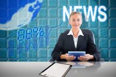 Złożony wizerunek bizneswomanu obsiadanie na swivel krześle z pastylką Obraz Royalty Free