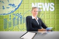 Złożony wizerunek bizneswomanu obsiadanie na swivel krześle z pastylką Zdjęcie Royalty Free