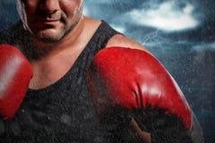 Złożony wizerunek boksera spełniania bokserska postawa fotografia royalty free