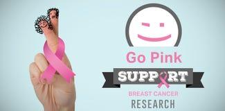Złożony wizerunek cropped ręka kobiety mienia menchii nowotworu piersi świadomości faborek Fotografia Royalty Free