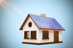 Złożony wizerunek cyfrowo złożony wizerunek 3d dom z panel słoneczny Fotografia Stock