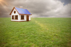 Złożony wizerunek cyfrowo złożony wizerunek 3d dom z panel słoneczny Obrazy Royalty Free