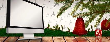 Złożony wizerunek czerwone dekoracje na gałąź Zdjęcia Stock