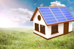 Złożony wizerunek 3d wizerunek dom z panel słoneczny Zdjęcia Royalty Free