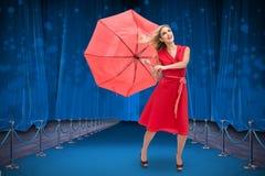 Złożony wizerunek elegancki blondynki mienia parasol Zdjęcia Stock