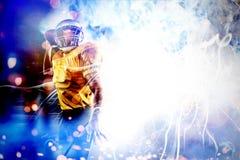 Złożony wizerunek energiczna futbolu amerykańskiego gracza mienia piłka zdjęcie stock