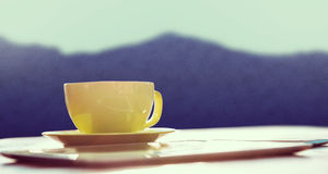 Złożony wizerunek filiżanki kawy i pastylki komputer osobisty Obraz Royalty Free