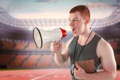 Złożony wizerunek gniewny osobisty trener wrzeszczy przez megafonu Zdjęcia Stock