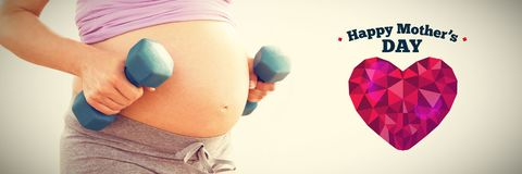 Złożony wizerunek kobieta w ciąży mienia dumbbells zdjęcie stock