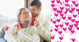 Złożony wizerunek kochająca para pije kawę przeciw okno w zimy odzieży Fotografia Stock