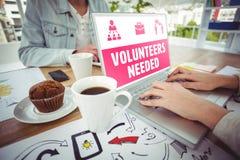 Złożony wizerunek kolorów żółtych wolontariuszi potrzebujący Fotografia Royalty Free