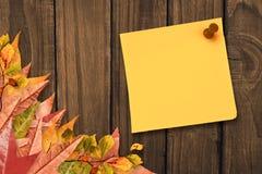 Złożony wizerunek kolor żółty przypięta adhezyjna notatka Obraz Royalty Free