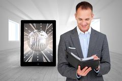 Złożony wizerunek konsultuje jego agendę arttractive biznesmen Zdjęcie Stock