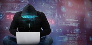 Złożony wizerunek męski hacker używa laptop obraz stock