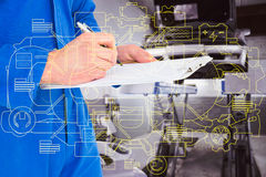 Złożony wizerunek męski mechanika writing na schowku Obraz Stock