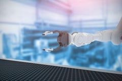 Złożony wizerunek mechaniczna ręka z metalu pazurem 3d Obrazy Royalty Free