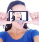 Złożony wizerunek mruga przy kamerą ładna brunetka royalty ilustracja