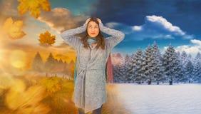 Złożony wizerunek niespokojna ładna brunetka jest ubranym zimę odziewa pozować Zdjęcie Stock