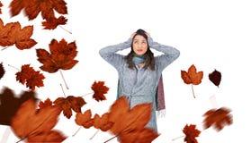 Złożony wizerunek niespokojna ładna brunetka jest ubranym zimę odziewa pozować Obrazy Stock