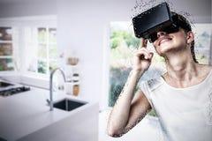 Złożony wizerunek niskiego kąta widok kobieta używa rzeczywistości wirtualnej słuchawki fotografia royalty free