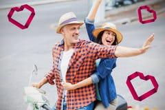 Złożony wizerunek para na hulajnoga 3d i sercach zdjęcia stock