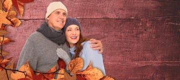 Złożony wizerunek para w ciepłym ubraniowym obejmowaniu fotografia stock