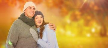 Złożony wizerunek para w ciepłym ubraniowym obejmowaniu zdjęcia stock