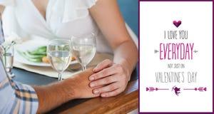 Złożony wizerunek pary mienia ręki przy gościem restauracji Fotografia Royalty Free