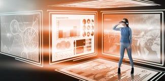 Złożony wizerunek pełna długość doświadczać rzeczywistość wirtualna symulanta Obraz Stock