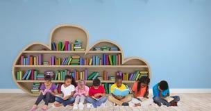 Złożony wizerunek podstawowych uczni czytelnicze książki fotografia stock