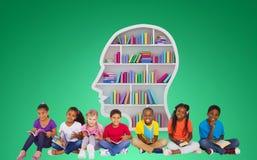 Złożony wizerunek podstawowych uczni czytelnicze książki zdjęcie stock