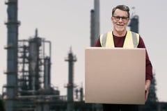 Złożony wizerunek portret starszy pracownika mienia karton Fotografia Stock