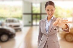 Złożony wizerunek portret uśmiechnięty bizneswoman trzyma klucz Obraz Royalty Free