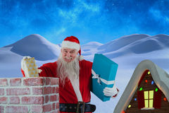 Złożony wizerunek portret umieszcza prezentów pudełka w komin Santa Claus Fotografia Stock