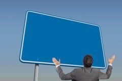 Złożony wizerunek pozuje z rękami podnosić biznesmen Zdjęcia Stock