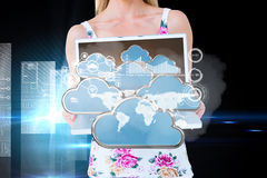 Złożony wizerunek przedstawia jej laptop uśmiechnięta blondynka Zdjęcia Stock