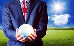 Złożony wizerunek ręka trzyma ziemną kulę ziemską biznesmen obrazy royalty free