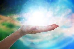 Złożony wizerunek ręka udaje trzymać niewidzialnego przedmiot mężczyzna Fotografia Stock