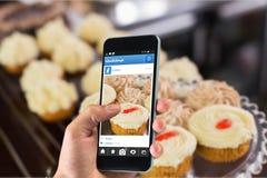 Złożony wizerunek ręki mienia smartphone Obraz Stock