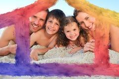 Złożony wizerunek rodzina przy plażą Obrazy Stock