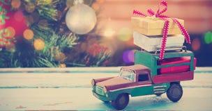 Złożony wizerunek samochód zabawka na drewnianej powierzchni Zdjęcie Stock