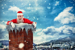 Złożony wizerunek Santa Claus zerkanie nad ścianą Zdjęcie Stock