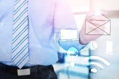 Złożony wizerunek skoncentrowany biznesmena writing z markierem obrazy stock