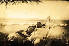 Złożony wizerunek spokojny pary drzemanie w hamaku obraz stock
