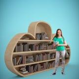 Złożony wizerunek studencki ono uśmiecha się przy kamerą w bibliotece zdjęcie stock