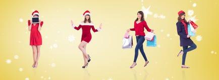 Złożony wizerunek szczęśliwa brunetka w zimy mienia odzieżowych torba na zakupy Obrazy Stock