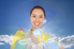 Złożony wizerunek szczęśliwy kobiety obcieranie przed ona Fotografia Royalty Free