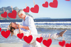 Złożony wizerunek szczęśliwy para taniec na plaży wpólnie Obrazy Royalty Free