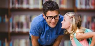 Złożony wizerunek szepcze w męskiego nauczyciela ucho dziewczyna fotografia stock