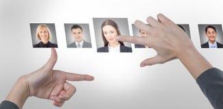 Złożony wizerunek trzyma niewidzialną kartę bizneswoman Fotografia Royalty Free